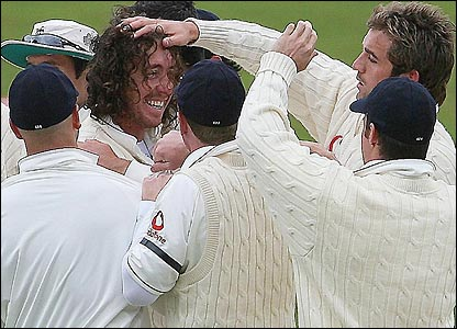 Ryan Sidebottom celebrates with his team-mates