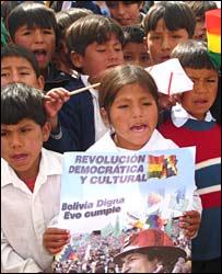 Children in Chuqui Chuqui holding Morales campaign poster (Bolivia Digna Evo Cumple - Bolivia dignified, Evo fulfils