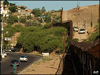 La frontera entre Estados Unidos y M�xico a la altura de Nogales