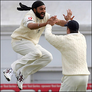 Monty Panesar celebrates after removing Dwayne Bravo