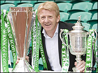 Gordon Strachan poses with the SPL trophy and the Scottish Cup