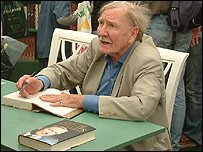 Leslie Phillips signing books at Hay