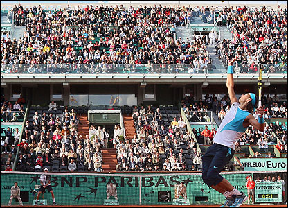 Rafael Nadal serves to Juan Martin del Potro on the Philippe Chatrier Court