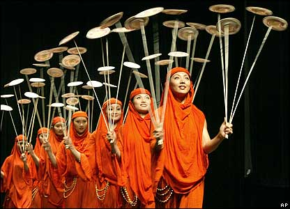 Members of the Wuhan Chinese acrobatic troupe perform in Amman, Jordan
