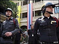 Thai policemen guard the Constitutional court building in Bangkok - 30/05/07