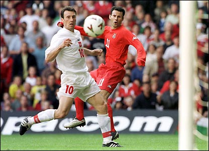 Giggs goes close against group winners Poland