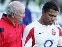 England coach Brian Ashton consoles captain Jason Robinson in Bloemfontein