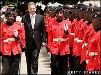 Tony Blair expects guards at Lungi airport, Sierra Leone