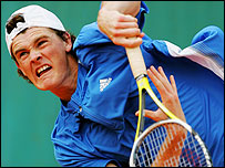 Jamie Murray serves at Roland Garros