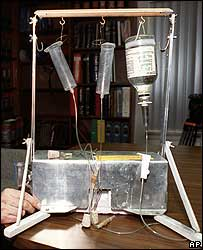 "Kevorkian's ""suicide machine"" (photo from 1991)"