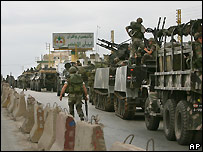 Lebanese army column outside the Nahr al-Bared camp - 1/6/2007