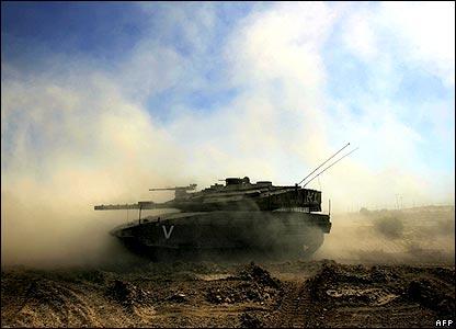 Israeli Merkava tanks manoeuvre along the northern Gaza Strip border with Israel, 01 June 2007.
