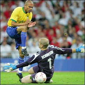 Paul Robinson denies Brazil's Alfonso