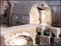 Roman cemetery at Isola Sacra
