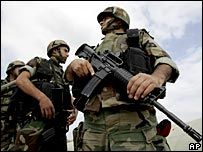 Lebanese soldiers outside the Nahr al-Bared camp, 2 June 2007