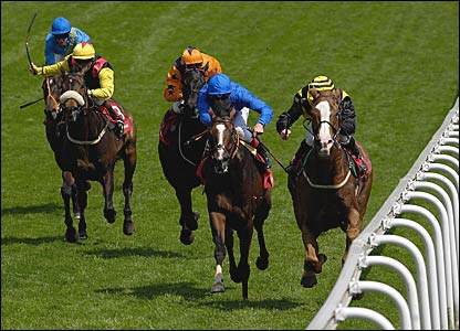 Graham Gibbons on Blythe Knight (r) comes down the home straight to edge out Franki Dettori on favourite Blue Ksar
