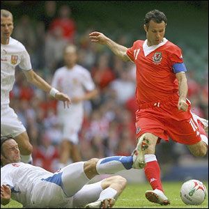Ryan Giggs shoots