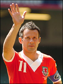 Ryan Giggs was given a standing ovation in his last match for Wales