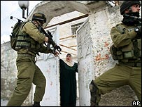 Israeli troops raid Palestinian home