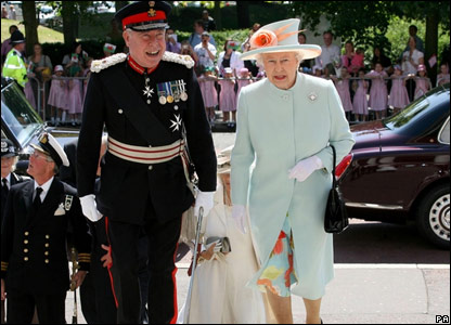 After leaving the Senedd, the Queen travelled to the National Museum in Cardiff