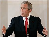 الرئيس الامريكي جورج بوش يتحدث في براغ