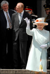 The Queen, with the Duke of Edinburgh and Rhodri Morgan behind