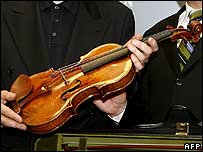 Christian Altenburger with the returned Stradivarius violin
