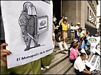 """Protesta contra la llamada """"Ley Televisa"""""""