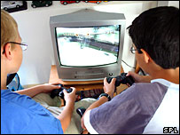 Niños jugando en la computadora