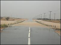 شارع  رئيسي  غمرته المياه