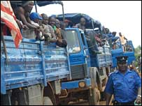 Combatants returning to Liberia from Sierra Leone over the Mano River Bridge
