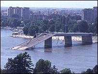 Bombed bridge in Novi Sad, Serbia, 1999 (pic: ICRC)