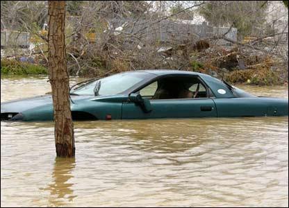 صور من إعصار غونو في سلطنة عمان ..... _43028669_picture3