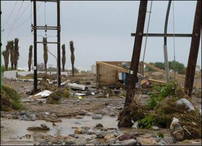 صور من إعصار غونو في سلطنة عمان ..... _43028671_picture4