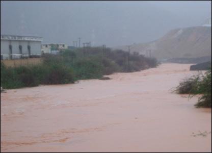 صور من إعصار غونو في سلطنة عمان ..... _43028679_picture8