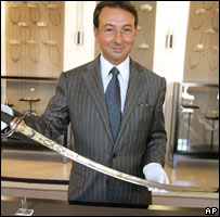 French auctioneer Jean-Pierre Osenat presents a gold-encrusted sword Napoleon (file image)