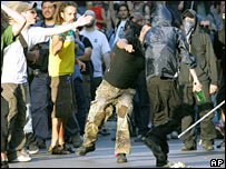 Anti-Bush demonstrators and police in Rome, 9 June 2007