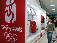 Chinese shoppers view Olympic merchandise