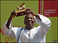 Malick Sidibe poses with his prize
