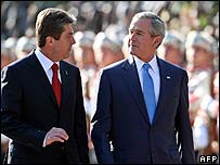 Bulgarian President Georgy Parvanov (l) with President Bush