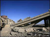 Collapsed bridge near Mahmudiya