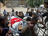 Funeral de un activista de Fatah arrojado de un edificio
