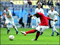 Leroy Lita drags his penalty wide