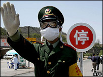 Chinese policeman at a checkpoint close to a bird flu outbreak in May 2005