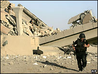 Bridge destroyed at Mahmudiya, south of Baghdad - 10/06/2007
