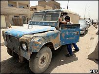 Baghdad petrol queue - June 2007