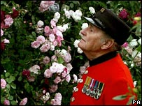 Chelsea Pensioner Sgt Stan Pepper at the Chelsea Flower Show 2006