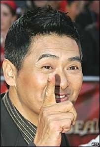 """Chow Yun-fat llegando al estreno de """"Piratas del Caribe"""""""