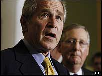 George W. Bush en rueda de prensa en Washington