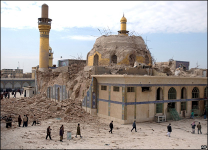 The damaged al-Askari shrine in Samarra in 2006